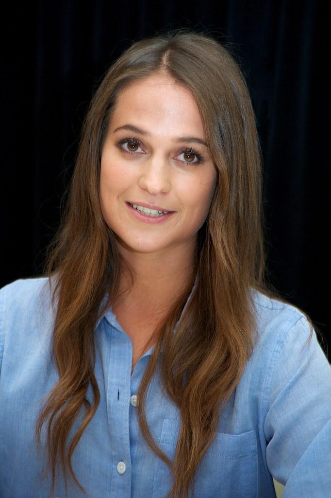 Алисия Викандер — Пресс-конференция «Девушка из Дании» на «TIFF» 2015 – 14
