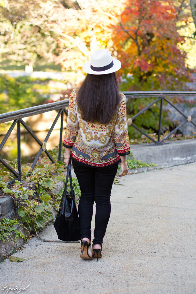 printed tunic, black pants, panama hat-4.jpg