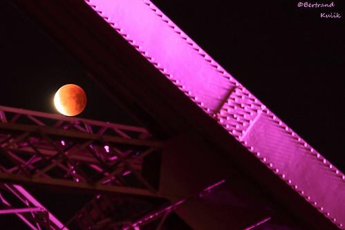 Blood Moon eclipse over Paris