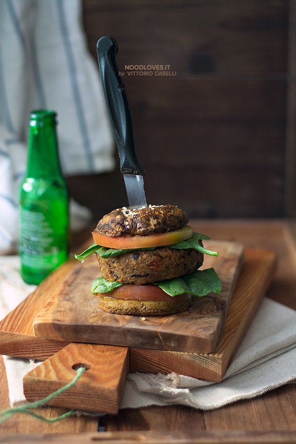 Burger vegano di melanzane e funghi