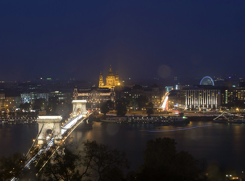 Budapest bei Nacht und Regen
