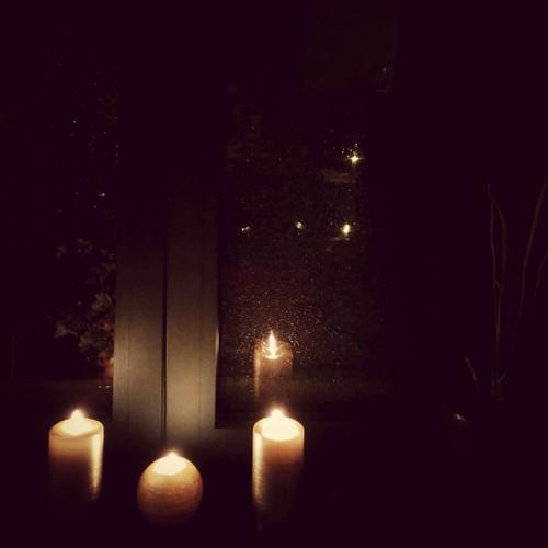 Blij dat wij lekker warm droog binnen zitten. 💝 #autumnlove #candlelight