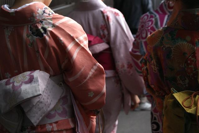 Les Japonaises en kimono, élégantes et raffinées.
