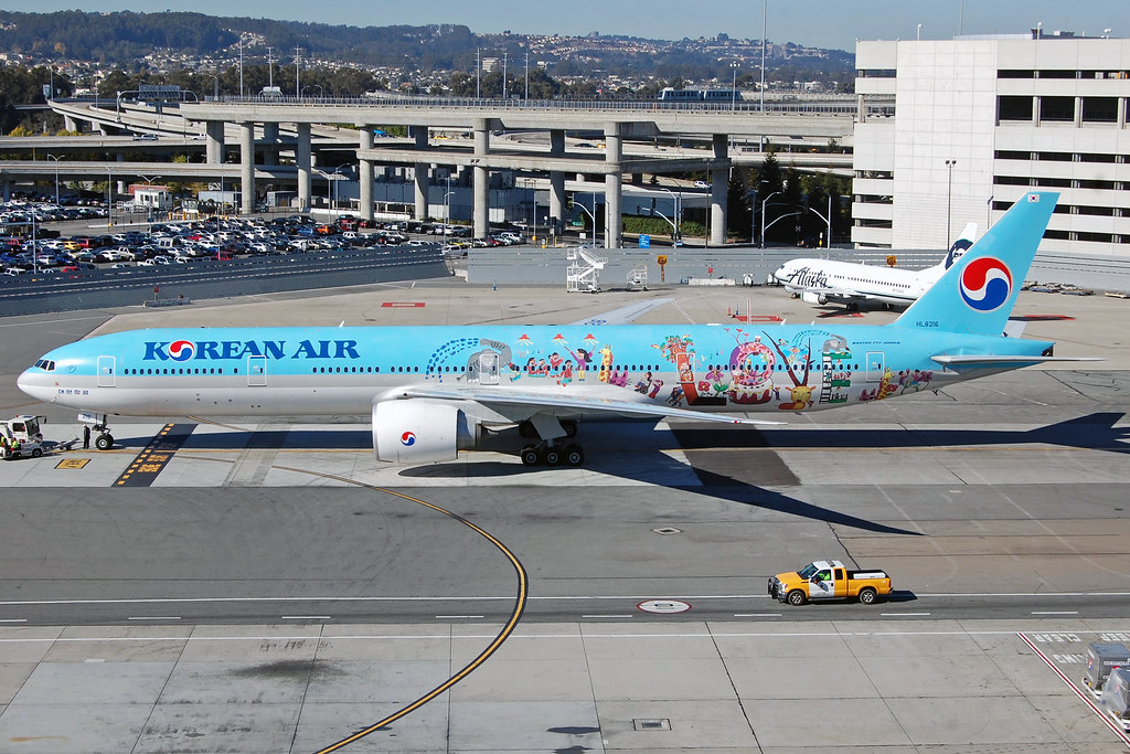 HL8216 - B77W - Korean Air