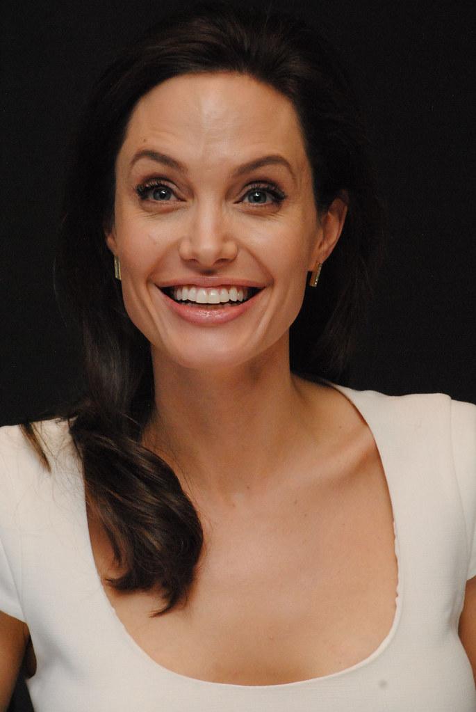 Анджелина Джоли — Пресс-конференция «Несломленный» 2014 – 92