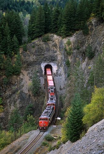 railroad canada cn train bc britishcolumbia locomotive frasercanyon canadiannational emd martinson tunnelbridge sd402w intermodaltrain sd50f ainsliecreekbridge
