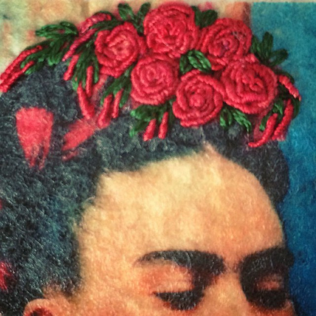 She asked for roses#embriodery #bordado #broderie #roses #flowersinherhair #wip #fridakahlo #friducha #portrait #flowerembroidery #stitchersofinstagram