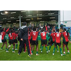 That photo moment when #KenyaLionesses thank the fans for their support after winning the Bowl in #Dublin #WorldSeriesQualifiers tournament.   I am definitely glad I made trip to #Ireland. It is moments like this despite the rain and cold, that make me ap
