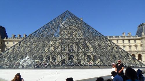 Paris Louvre Pyramid Aug 15 (4)