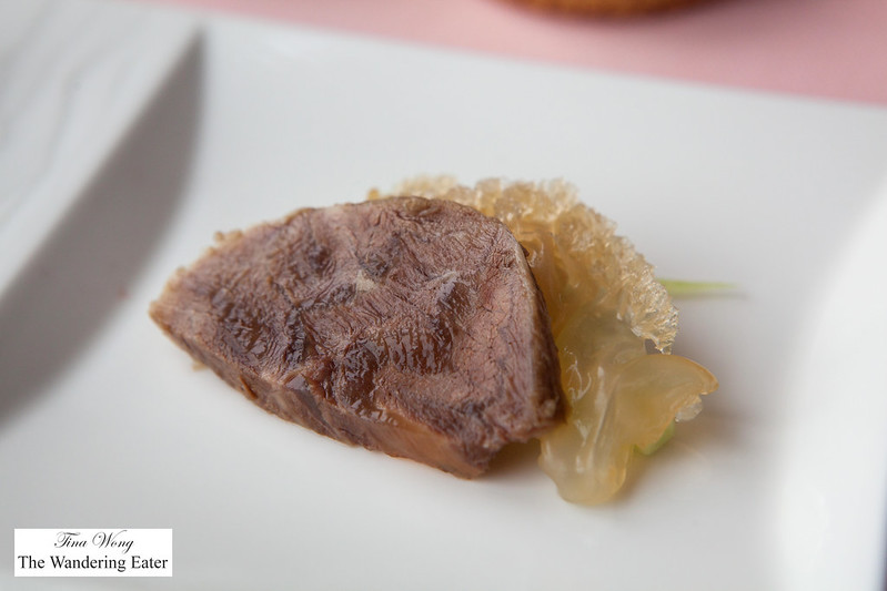 Braised beef shank with jellyfish