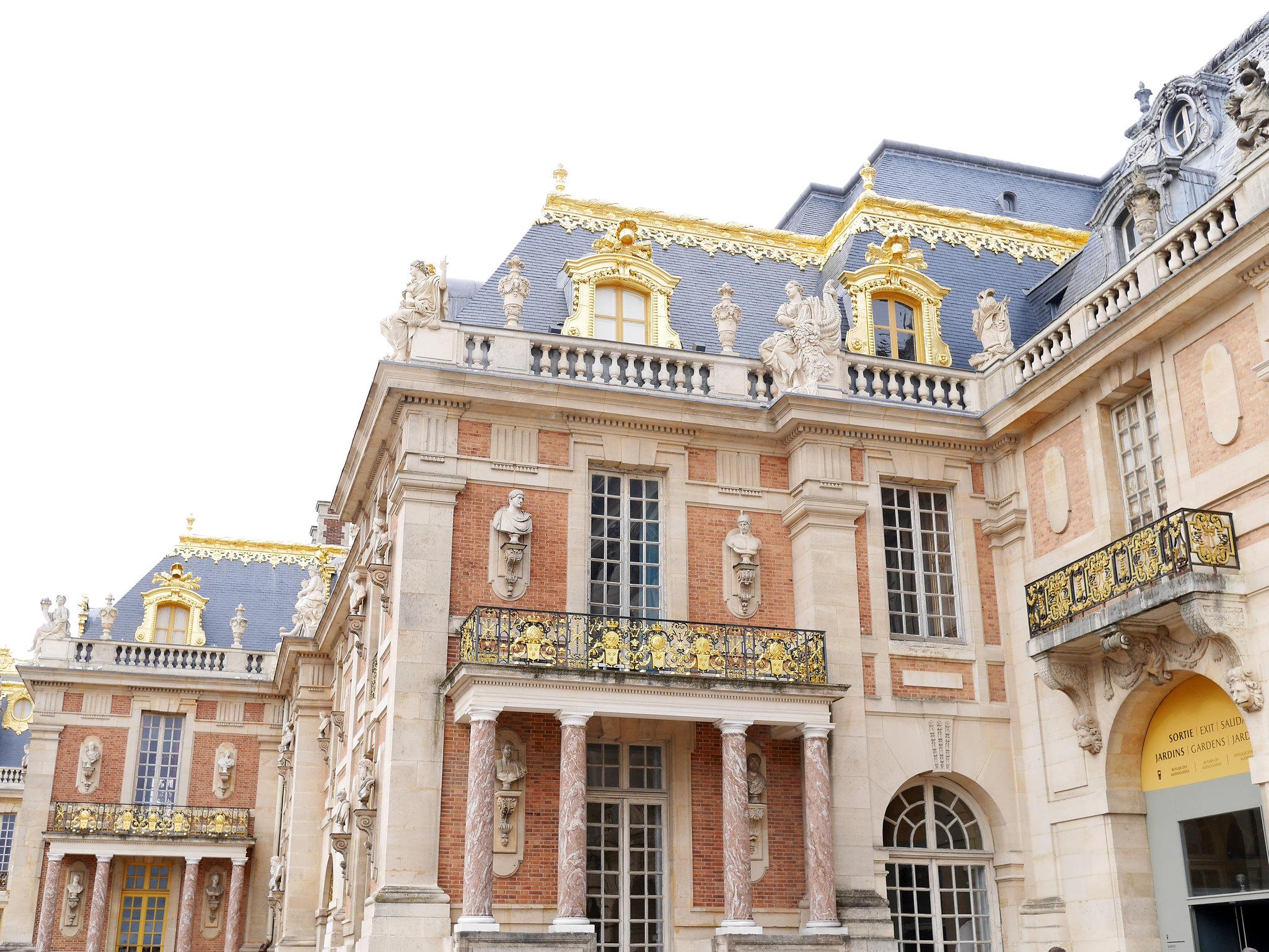 versailles_courtyard_gold
