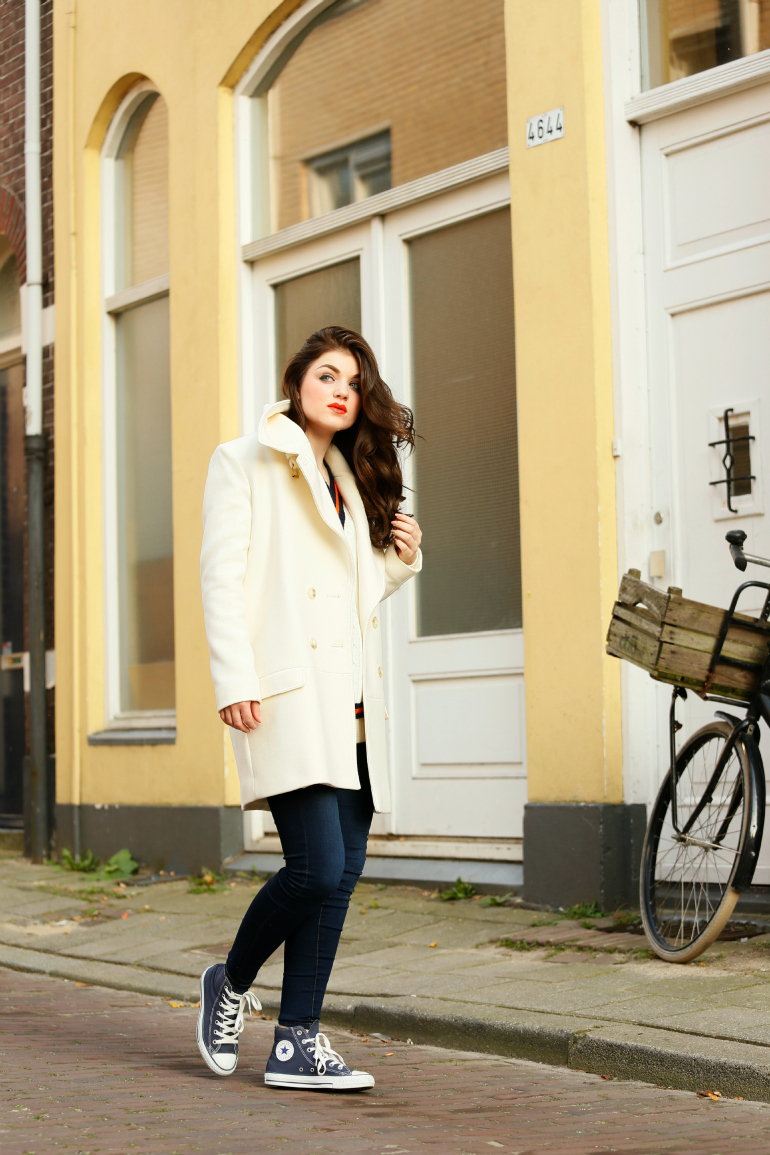 sunday morning, h&m trend, oranje lipstick, blauwe wimpers, double breasted coat, off white, donkerblauw, all stars, skinny jeans, arnhem, fashion blogger, fashion is a party, bakfiets, blank nyc jeans, glamorous