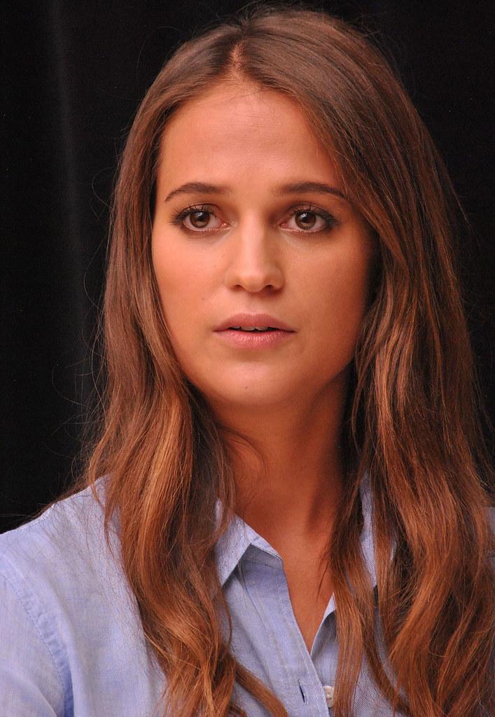 Алисия Викандер — Пресс-конференция «Девушка из Дании» на «TIFF» 2015 – 54