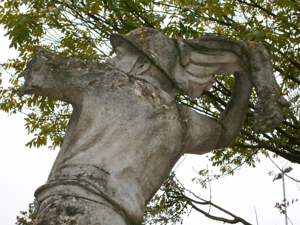 monumento a Aurelio Zamboni, lancia il suo braccio, Cologna, Berra, Ferrara