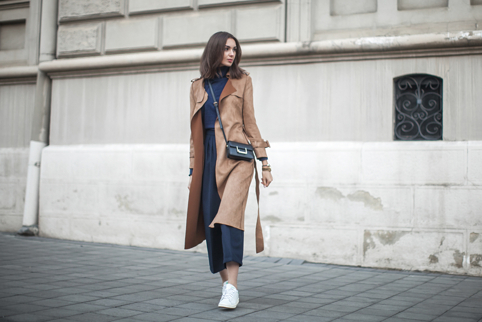how-to-wear-suede-trench-coat-jacket-outfit