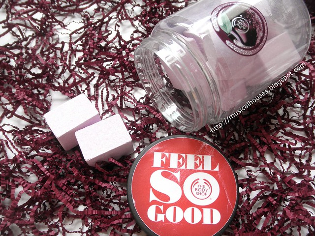 The Body Shop Frosted Plum Bath Fizzers Open