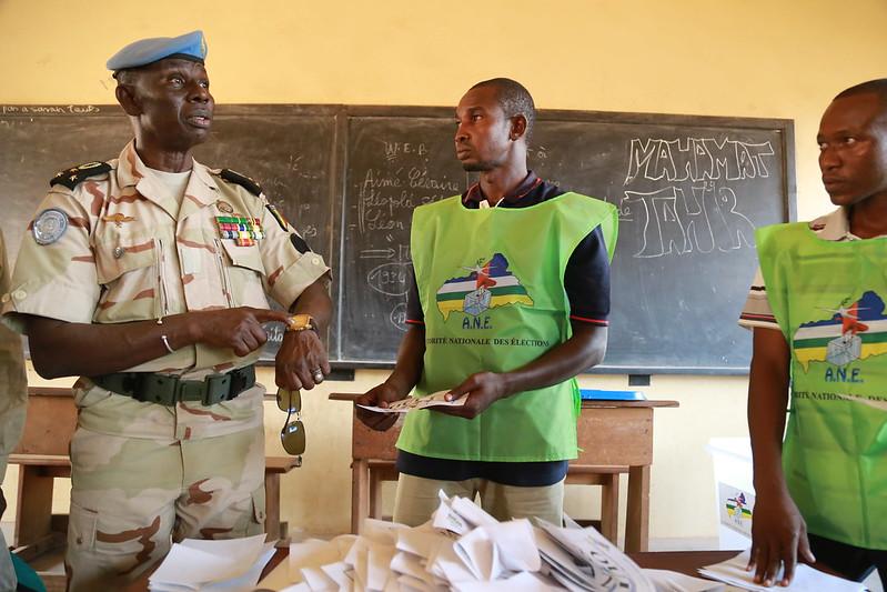 Intervention militaire en Centrafrique - Opération Sangaris - Page 21 23644796931_ca24421e0d_c