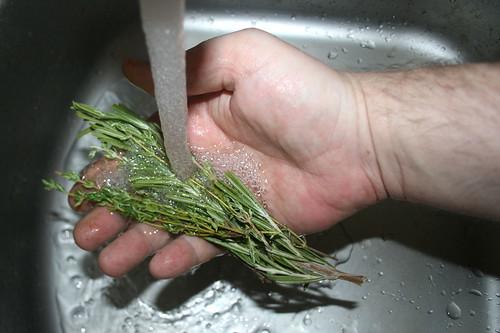 17 - Rosmarin & Thymian waschen / Wash rosemary & thyme