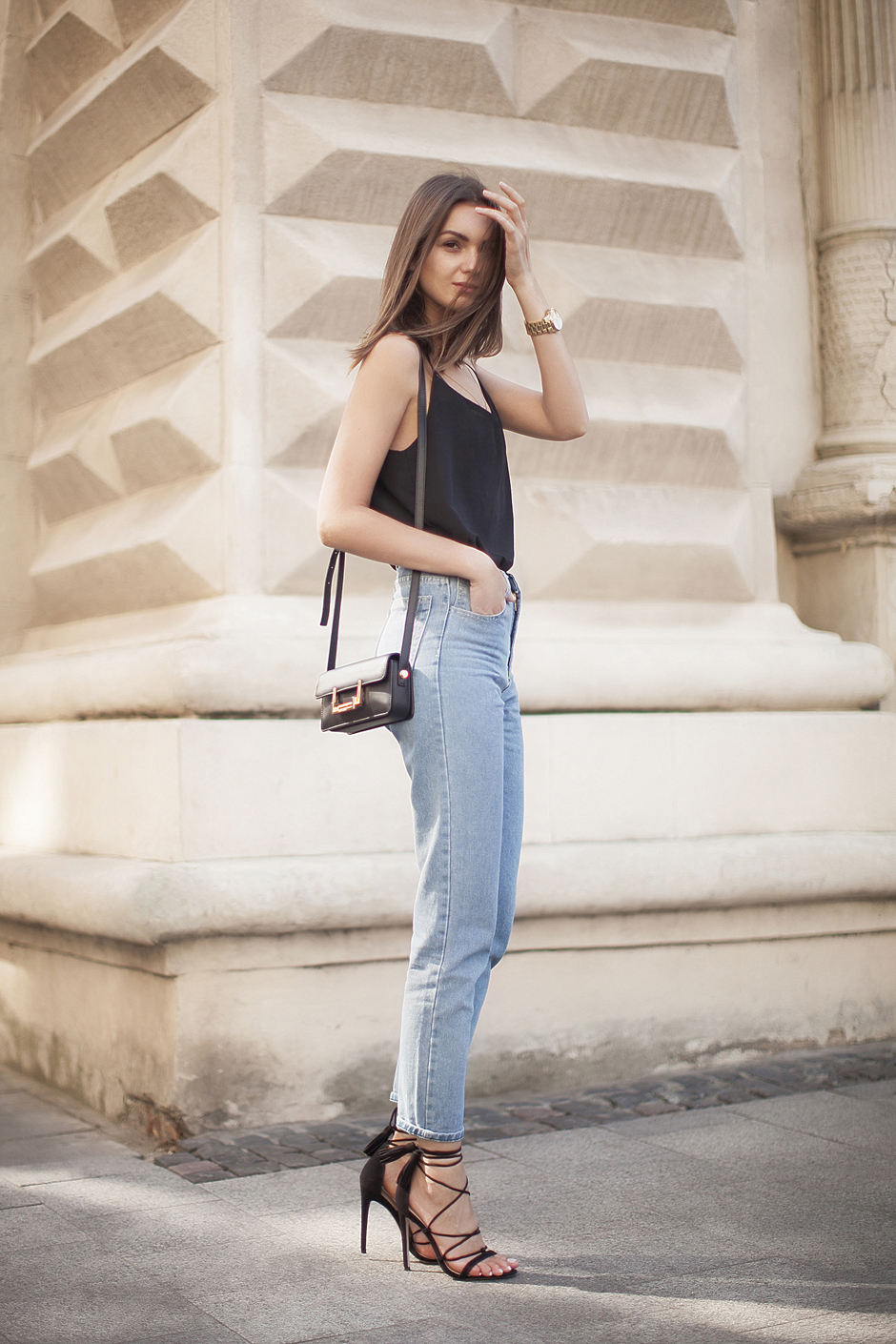 how-to-wear-mom-jeans-street-style