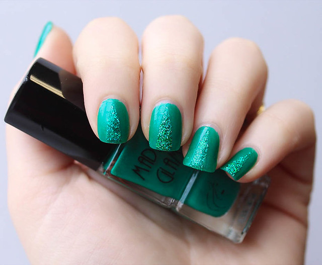Green Christmas Tree Glitter Nails
