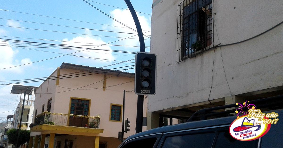 Reparan semáforos municipales