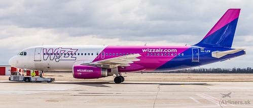 Odlet linky Bratislava-Kluž v podaní WizzAir Airbusu A320 HA-LPW