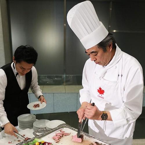 カナダ大使館など、いくつかの大使館でケータリングを提供している重田シェフ。このアルザータビーフのロースト、美味いに決まってる!どのメニューも美味しかった。赤ワインだけで煮込んだビーフも絶品。 #lovecanada150