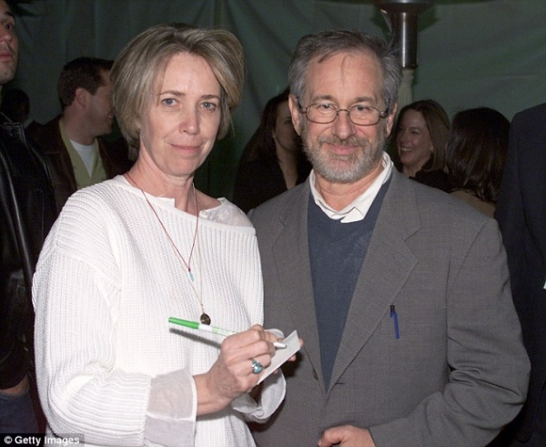 Melissa Mathison & Steven Spielberg - Photo 1