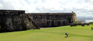 Bild av Castillo San Cristóbal nära San Juan. old blue sky cloud castle puerto town san downtown juan fort outdoor district sunny landmark historic rico cumulus pr caribbean cristobal castillo sju benteng konomark