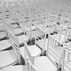 Mar de sillas blancas #byn #blancoynegro #whiteandblack #igersbsas #igersargentina #igers