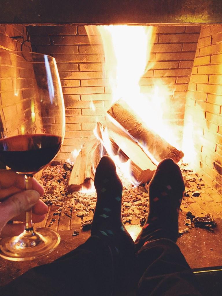 _ilcarritzi_happy_socks_puigcerda_firewood_cozy_wine_