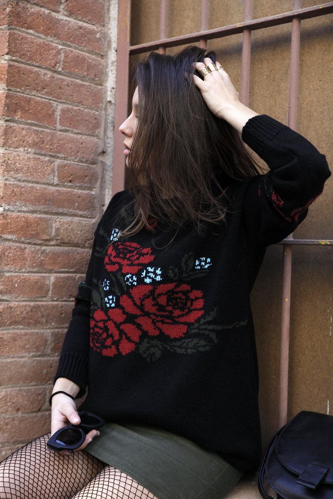 03_Flowers_sweater_streetstyle_barcelona_with_RÜGA