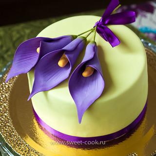 Каллы на торте