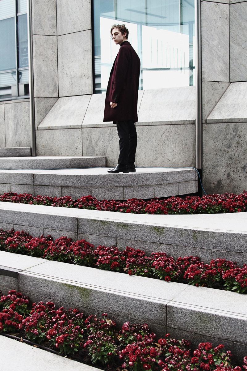 mikkoputtonen_fashionblogger_london_asos_burgundy_overcoat_turo_tigerofsweden_outfit_style_mensfashion_flowers2_web