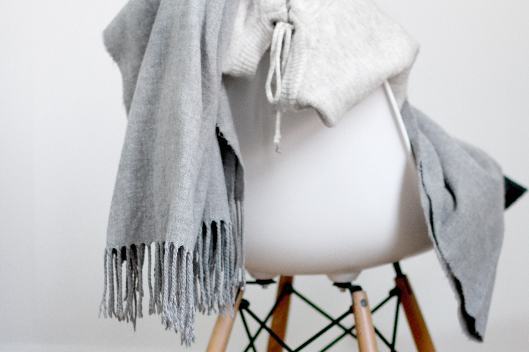 marvellous scarf favourite item grey cozy wool home story lenor weichspüler pflege care product conditioner accessory cute winter fashion blogger cats & dogs ricarda schernus 2