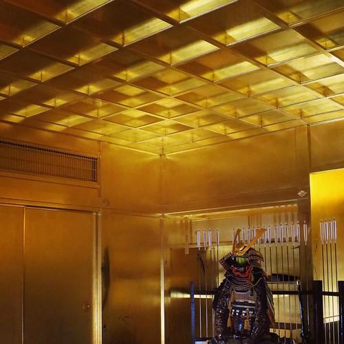 黄金の茶室。
