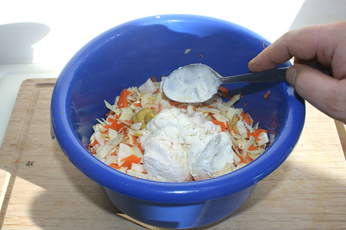 28 - Schmand, Mayonaise & Senf zum Salat geben / Add mayonaise, sour cream & mustard to salad