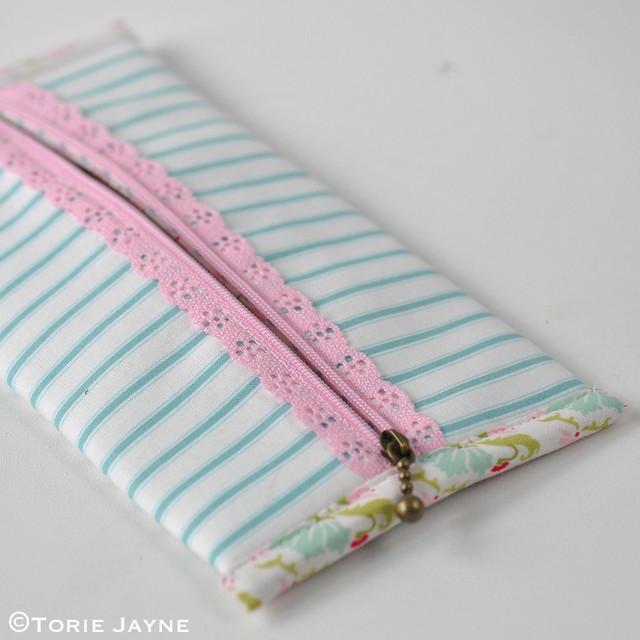 Lace Zip Pretty Pencil Case tutorial 17