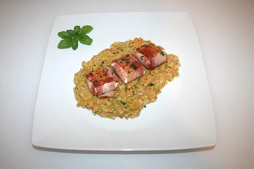 34 - Bacon wrapped goat cheese on leek lentils - Served / Ziegenkäse im Baconmantel auf Lauch-Linsengemüse - Serviert