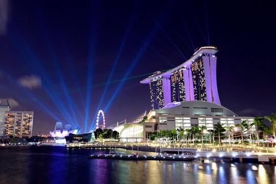 Singapore đang nóng trên các diễn đàn sau việc hải quan sân bay nước này từ chối cho nhiều nữ du khách Việt nhập cảnh, song, theo thông tin từ các công ty du lịch, việc nhập cảnh vào đất nước này theo nhóm bạn hay đoàn du khách do các hãng lữ hành thực hiện chưa bao giờ bị gây khó khăn. Ảnh: Huffington Post.