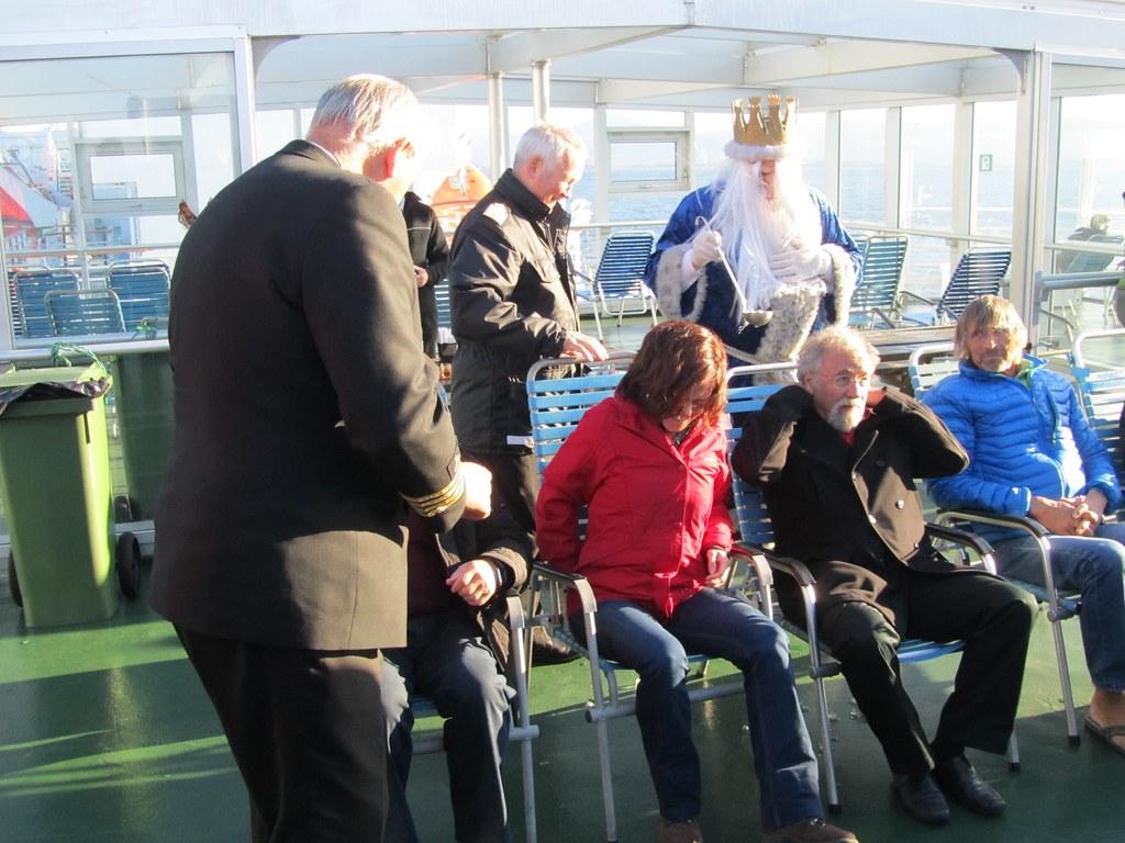 Mari Carmen siendo bautizada por cruzar el círculo polar ártico