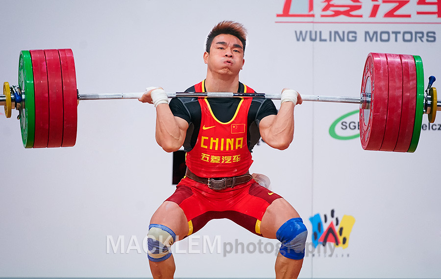 Liao Hui  standing with WR 198kg