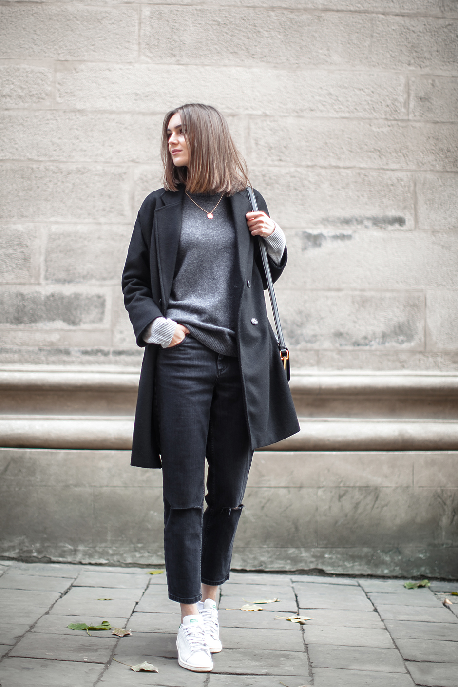 total-balck-outfit-sporty-fashion-agony