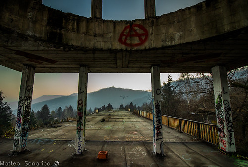 consonno abandon city città abbandonata abandoned abbandono degrado decay ghost columns fantasma colonne hdr sunset tramonto