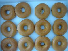 doughnut, ciambella, baked goods, food, dessert, cuisine, snack food, bagel,