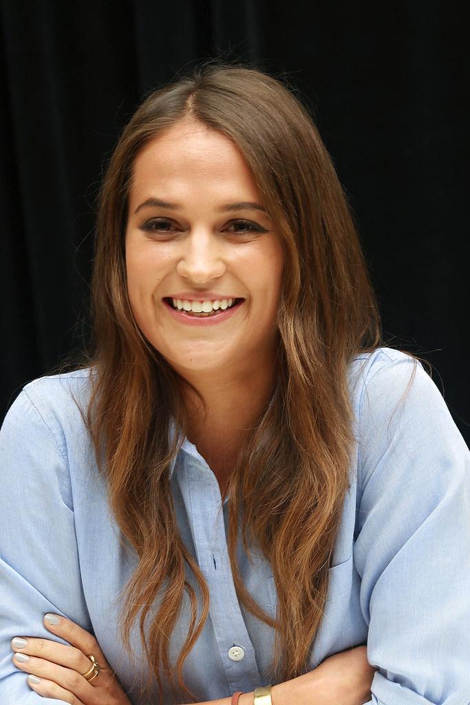 Алисия Викандер — Пресс-конференция «Девушка из Дании» на «TIFF» 2015 – 27