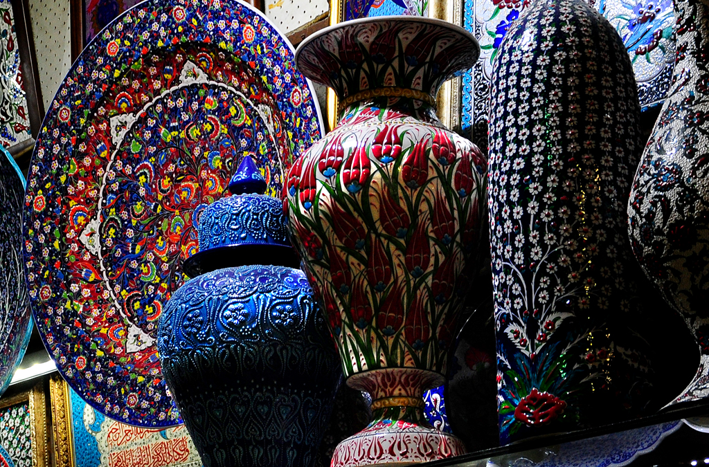 bazaar ceramics Find this pin and more on moroccan bazaar ceramics & crockery by moroccanbazaar furniture, lighting and decor by moroccan bazaar.