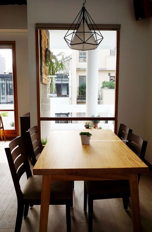 23830347235 2995dc11ea c - 【台中西區】小野食堂 - 精誠街老屋改造明亮舒適好拍空間.自家製唐揚炸雞定食和牛肉咖哩不錯.P+HOUSE對面
