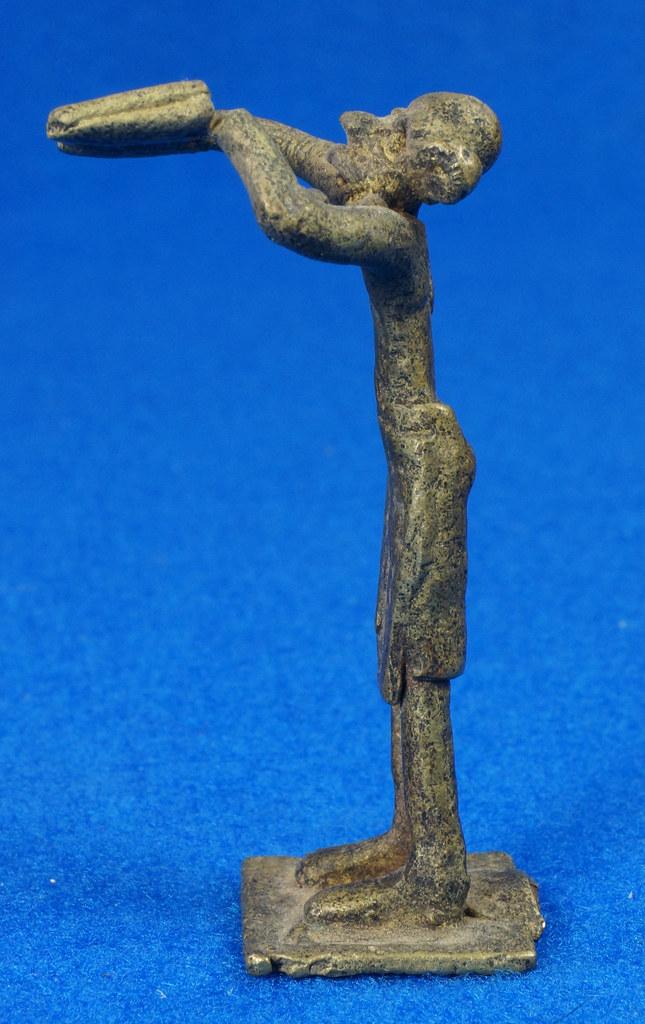 RD15105 4 Vintage African Hand Made Folk Art Primitive Figurines Solid Cast Brass Burkina Faso Yoruba West Africa DSC07134