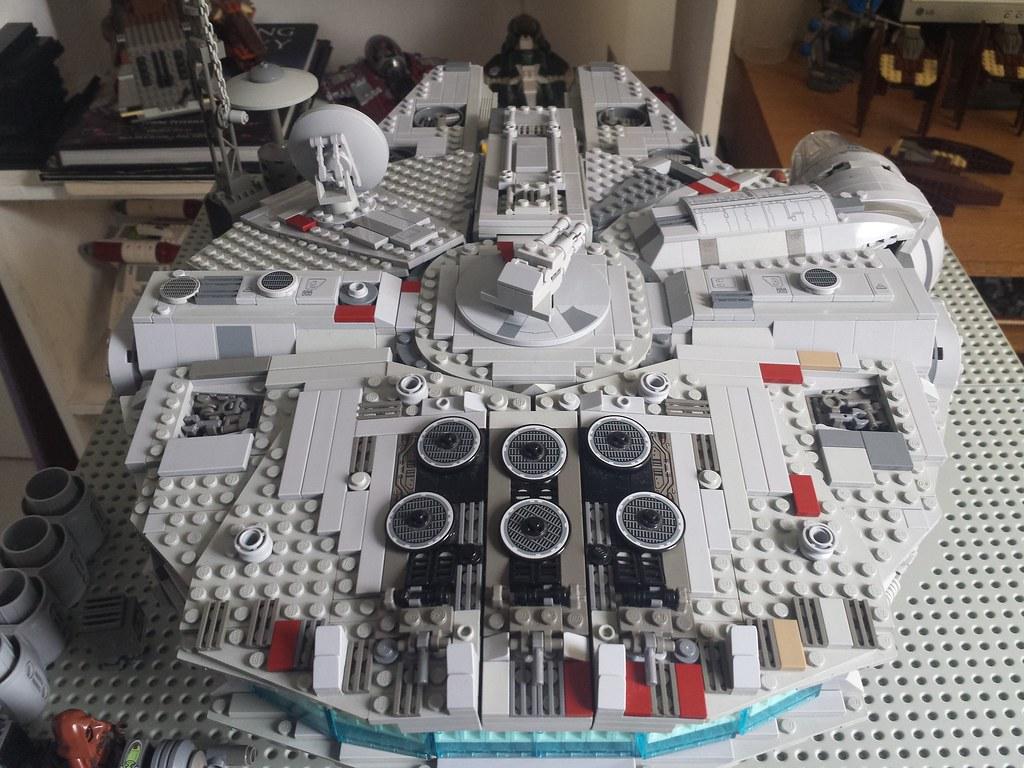 Lego Millennium Falcon top back2
